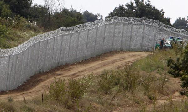 30 мигранти влизат у нас на минута, оградата – макет!