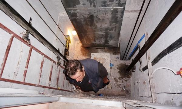 """Край на гратиса: Спират асансьорите без """"телефон"""" в кабината"""