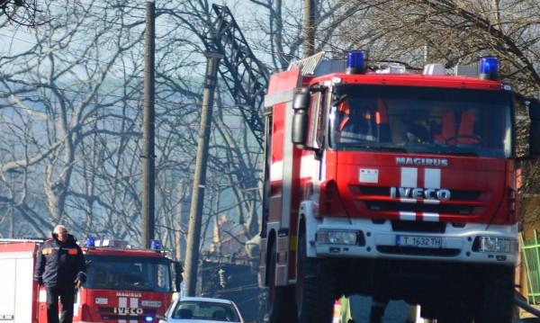 Тирове горяха на паркинг край Полски Тръмбеш