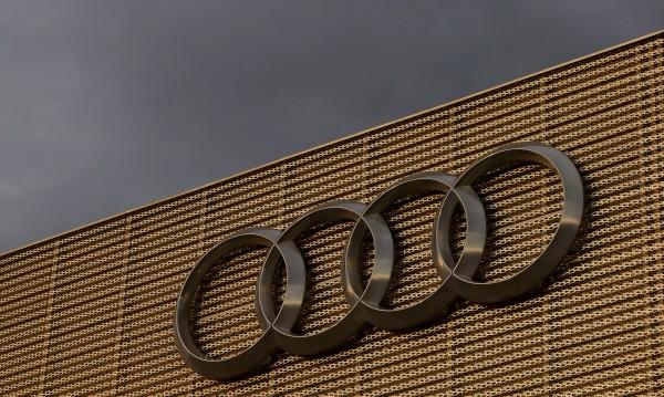 Папараци издебнаха спортния SUV Audi Q8