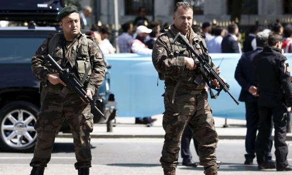 """Турция заварди границата с нас заради терориста от """"Рейна"""""""