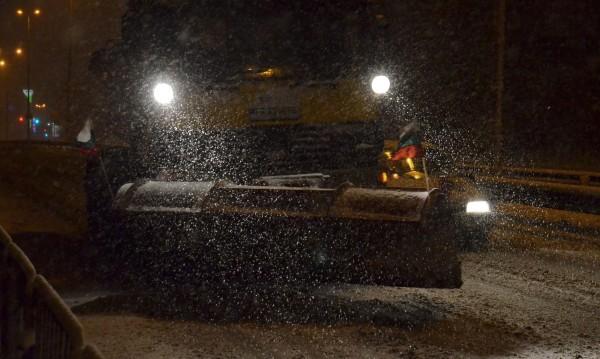 Властта като на война: 3000 снегорина срещу снега!