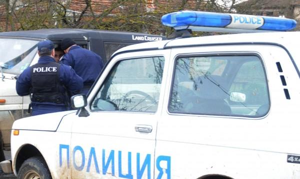 Деца нападнаха старец с нож, за да го ограбят