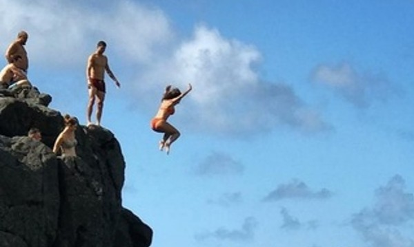 Никол – вярна на Гришо. Скача от скала за него