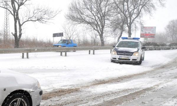 Снегорини на пътя, родилки в болница... Готвим се за ледена блокада