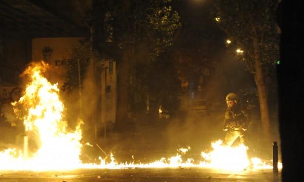 Газови бомби избухнаха в Атина, няма пострадали