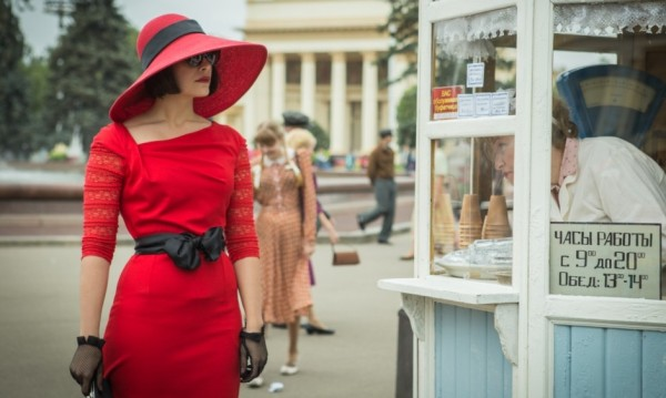 """Загадъчната история на модела Реджина в """"Червената кралица"""""""