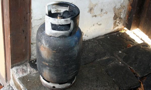 Газова бутилка гръмна в апартамент в София
