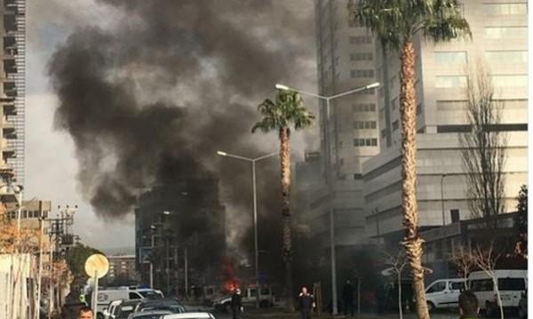 Взрив избухна в турския град Измир, има ранени
