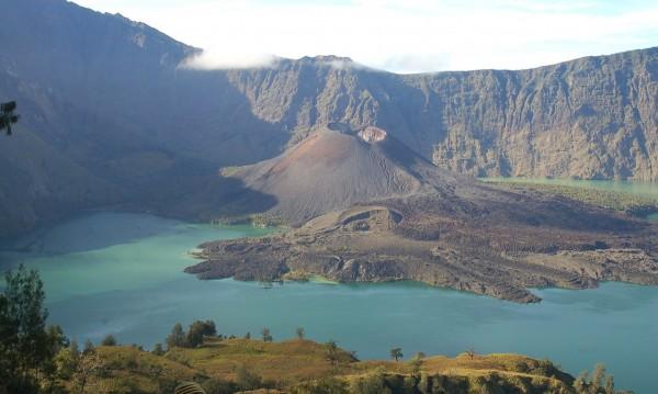 Знаете ли, че... В Индонезия има вулкан, който бълва сини пламъци?
