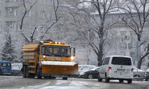 Сложна нощ в София: 150 снегорина, всичко под контрол!