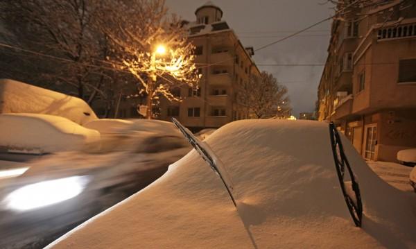 Над 770 селища в страната са без ток. Но – зима! Работят!