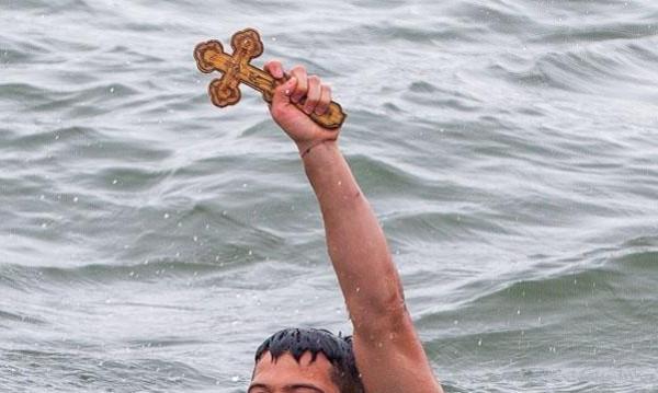 Студът отмени хвърлянето на кръста в Каварна и Шабла
