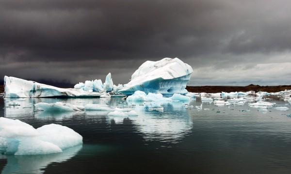 Огромен айсберг – на път да се откъсне от Антарктика