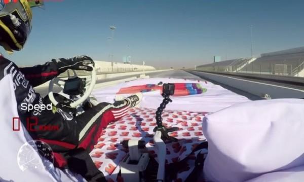 Нов рекорд: Пилот подкара креват на колела със 135 км/ч.