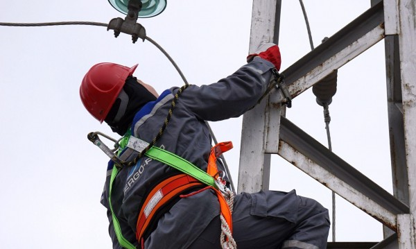 Сметката: 144 места без ток, оправиха авариите в 151