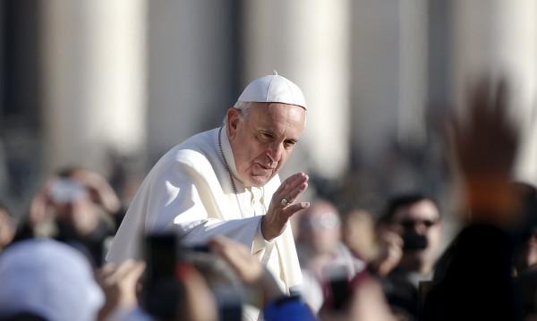 Папско милосърдие: Да раздадеш спални чували на скитници