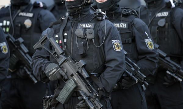 Застреляха мъж, нахлул в полицейски участък в Германия
