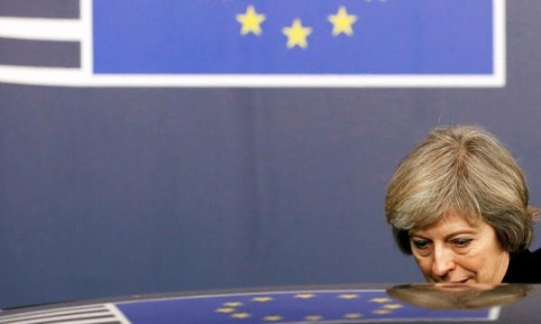 Тереза Мей – власт в сянката на Brexit-а