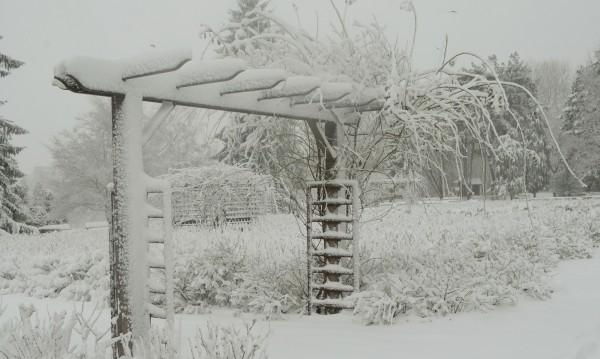 Минусите падат: Утре пак студ, облаци и снеговалеж