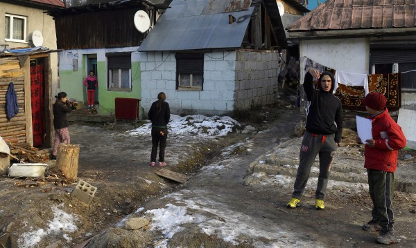 Роми на протест пред ВМРО, искат затвор за Сидеров, Джамбазки...