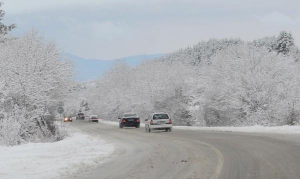 3 000 коли чистят пътищата в сняг и студ