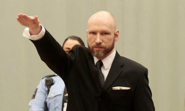 Андерш Брайвик влезе в съдебната зала с нацистки поздрав