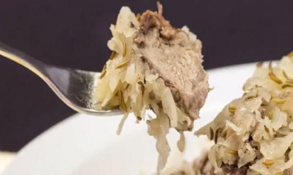 Рецептата Dnes: Свински ребърца с кисело зеле на фурна