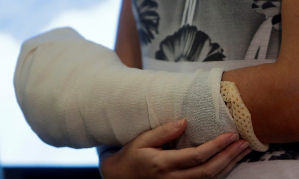 Лекарка счупи ръка в преспите, отивала към пациент