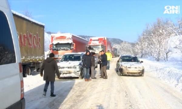 За повече от 20 часа: Шофьори блокирани на Хаинбоаз