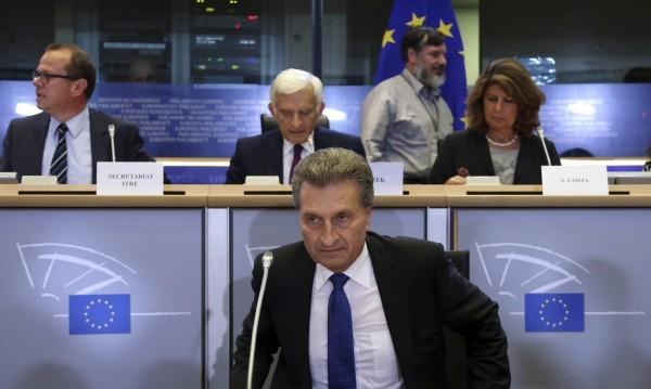Парламентът пусна Йотингер в стола на Кристалина