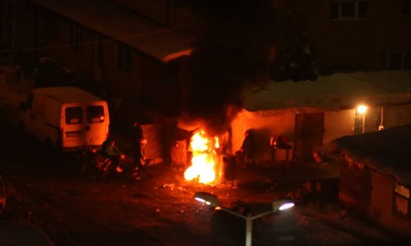 Роми горят гуми в София, въздухът – ад! А институциите?