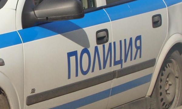 Мъж нападна и рани 82-годишната си майка с нож в Перник
