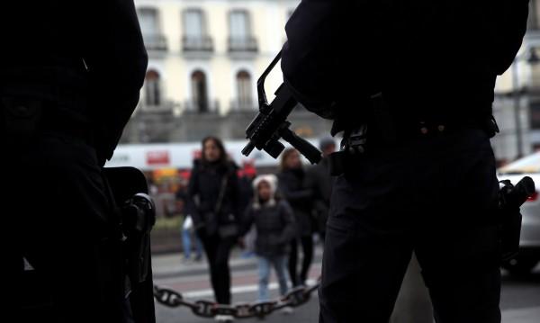Арестуваха трима за тероризъм в Испания