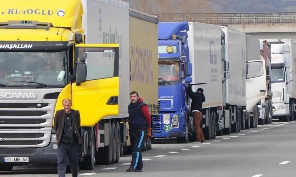 Колоната от камиони на границата расте