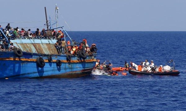 Над 100 мигранти загинаха край Либия