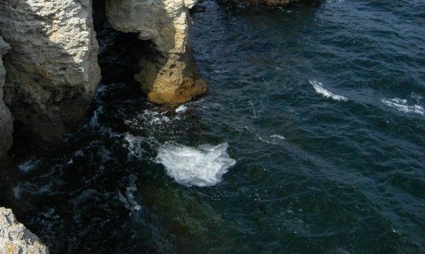 Морето изхвърли труп на удавник край Тюленово