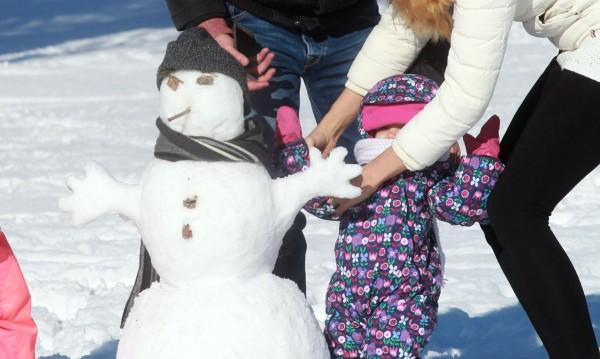 Снежен понеделник в почти цялата страната