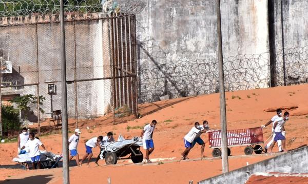 Най-малко 30 убити при затворнически бунт в Бразилия
