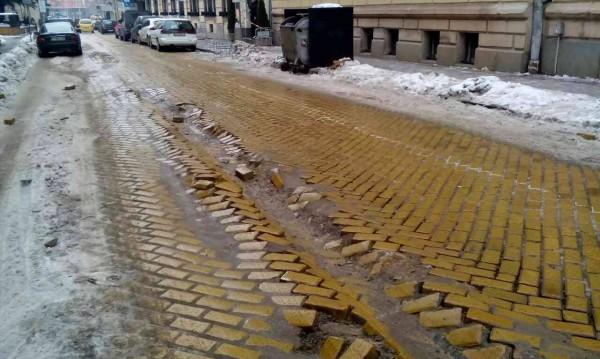 """Ул. """"Леге"""", София в снега: Жълтите павета щръкнаха..."""