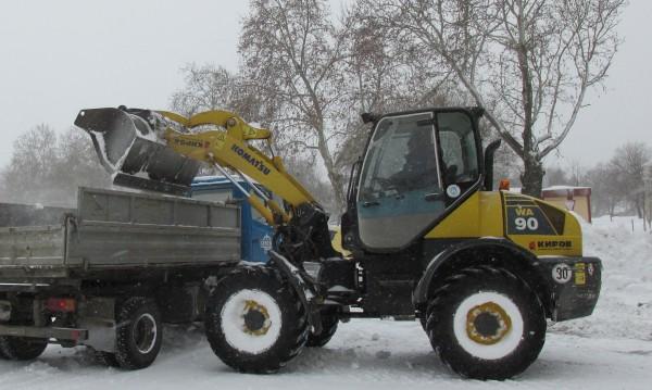 Ден пореден, снежен... обработват улици в София