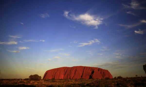 Улуру – червената скала, свещена за аборигените
