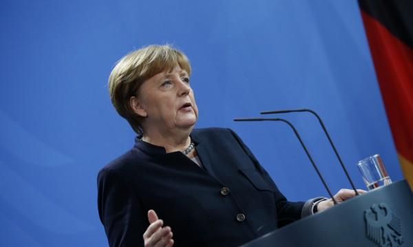 Меркел отвръща на удара: Държим съдбата си в ръце!