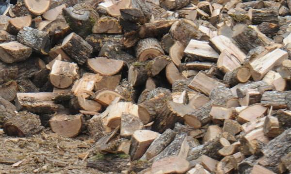 Заради студа: Надуха цените на дървата, дават по малко – за всички