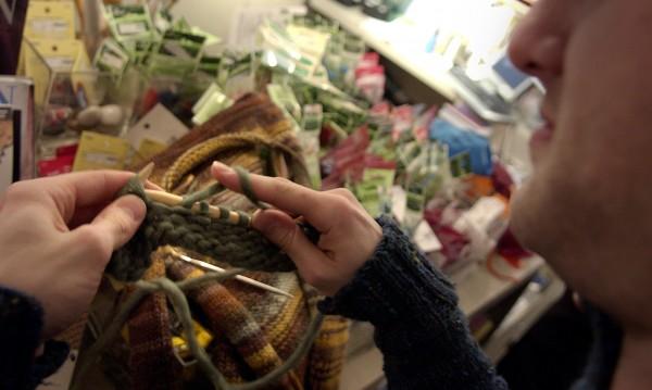 Женствените мъжки желания: Клинчета, плетене, лак за нокти...