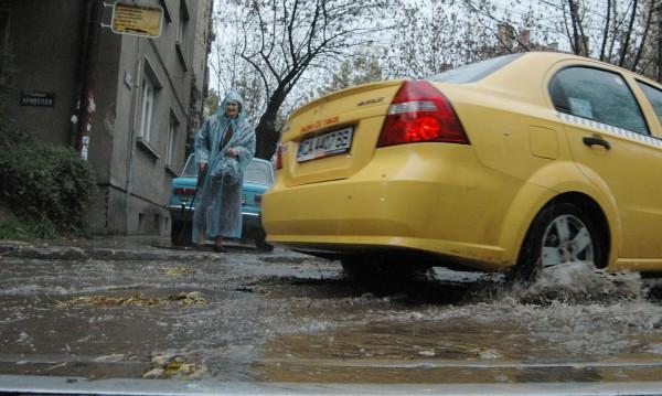 """Таксиджия бъсна майка с дете в """"Люлин"""", духна"""