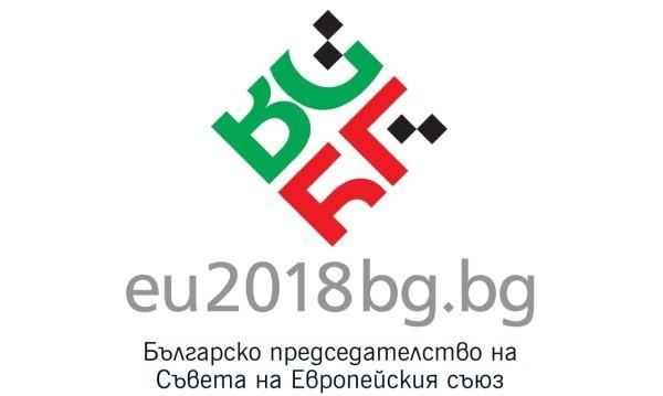 Шевица надделя при логото за шефството ни на ЕС