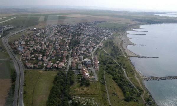 Българи и руснаци на морето, купуват имоти