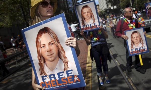 """Обама намали присъдата на информаторката на """"Уикилийкс"""" Челси Манинг"""