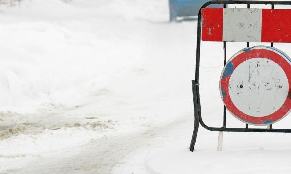 Линейка закъса в снега, човек почина на улица в Карлово